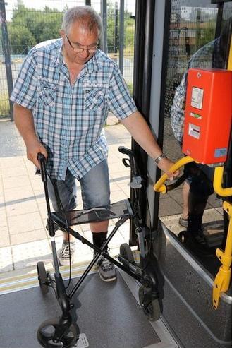 Mitnahmeregelungen für Rollatoren und Rollstühle